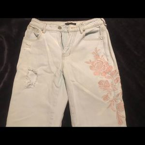 Kendall and Kylie mom jeans!